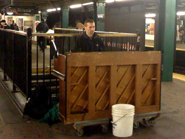 subway-piano-1.jpg